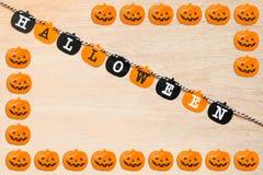 Drapeaux de Halloween sur le fond en bois Images stock