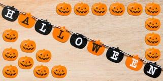 Drapeaux de Halloween sur le fond en bois Images libres de droits