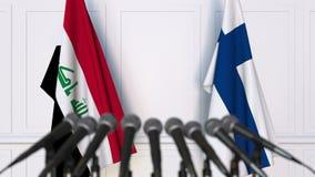 Drapeaux de l'Irak et de la Finlande à la conférence de presse internationale de réunion ou de négociations animation 3D banque de vidéos
