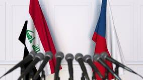 Drapeaux de l'Irak et de la République Tchèque à la conférence de presse internationale de réunion ou de négociations animation 3 clips vidéos