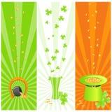 Drapeaux de l'Irlande avec les symboles du jour de rue patrick Photos stock