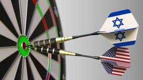 Drapeaux de l'Israël et des Etats-Unis sur des dards frappant la boudine de la cible Coopération internationale ou concurrence co illustration de vecteur