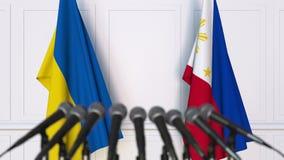 Drapeaux de l'Ukraine et des Philippines à la conférence de presse internationale de réunion ou de négociations animation 3D banque de vidéos