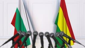 Drapeaux de la Bulgarie et de la Bolivie ? la conf?rence de presse internationale de r?union ou de n?gociations animation 3D banque de vidéos