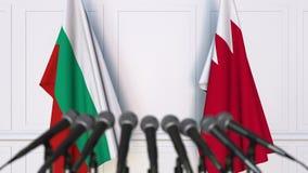 Drapeaux de la Bulgarie et du Bahrain ? la conf?rence de presse internationale de r?union ou de n?gociations animation 3D banque de vidéos