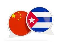 Drapeaux de la Chine et du Cuba ? l'int?rieur des bulles de causerie illustration libre de droits