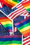 Drapeaux de la communauté de LGBT sur un fond du drapeau américain Photographie stock