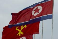 Drapeaux de la Corée du Nord à Pyong Yang Photos stock