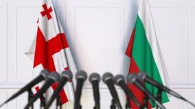 Drapeaux de la Géorgie et de la Bulgarie à la conférence de presse internationale de réunion ou de négociations animation 3D clips vidéos