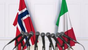 Drapeaux de la Norvège et de l'Italie à la réunion ou à la conférence internationale rendu 3d Photos libres de droits