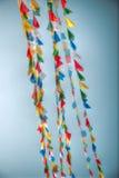 Drapeaux de ondulation colorés de prière Images stock