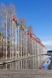 Drapeaux de tous les pays du monde ondulant dans le vent au DOS Olivais de Rossio Photographie stock