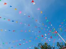 Drapeaux de triangle le jour de festival Images libres de droits