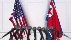 Drapeaux des Etats-Unis et de la Corée du Nord à la conférence de presse internationale de réunion ou de négociations clips vidéos