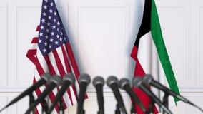 Drapeaux des Etats-Unis et du Kowéit à la conférence de presse internationale de réunion ou de négociations animation 3D banque de vidéos