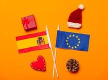 Drapeaux des syndicats de l'Espagne et de l'Europe avec des cadeaux de Noël Photo libre de droits