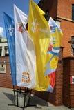 Drapeaux du jour 2016 de la jeunesse du monde dans le sanctuaire de la pitié divine dans Lagiewniki Photo libre de droits