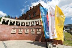 Drapeaux du jour 2016 de la jeunesse du monde dans le sanctuaire de la pitié divine dans Lagiewniki Images libres de droits