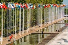 Drapeaux du monde à l'expo 98 près de Vasco de Gama Shopping Centre Image stock