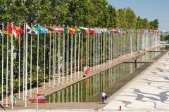 Drapeaux du monde à l'expo 98 près de Vasco de Gama Shopping Centre Image libre de droits