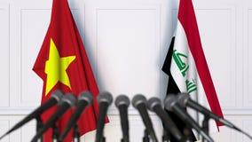 Drapeaux du Vietnam et de l'Irak à la conférence de presse internationale de réunion ou de négociations animation 3D banque de vidéos