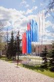 Drapeaux en couleurs en mai des vacances tricolores russes Image libre de droits
