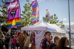 Drapeaux et bannières de festival de la fierté le 19 août 2017 LGBT de Doncaster et Photographie stock