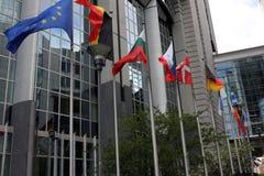 Drapeaux européens chez Parlament à Bruxelles, Belgique photographie stock