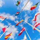 Drapeaux européens sur le plateau de Kirchberg dans la ville du Luxembourg Image stock