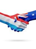 Drapeaux Luxembourg, pays d'Australie, concept de poignée de main d'amitié d'association Images stock