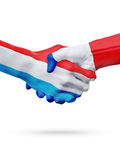 Drapeaux Luxembourg, pays de Frances, concept de poignée de main d'amitié d'association Photographie stock