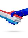 Drapeaux Luxembourg, pays de l'Union Européenne, concept de poignée de main d'amitié d'association Images libres de droits