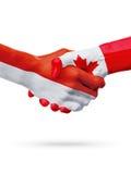 Drapeaux Monaco, pays de Canada, concept de poignée de main d'amitié d'association Photographie stock libre de droits
