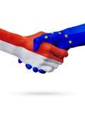 Drapeaux Monaco, pays de l'Union Européenne, concept de poignée de main d'amitié d'association Photo stock