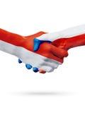 Drapeaux Monaco, pays de République Tchèque, concept de poignée de main d'amitié d'association Photographie stock