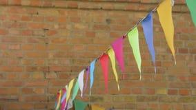 Drapeaux multicolores de vent banque de vidéos
