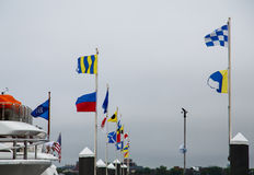 Drapeaux nautiques dans le port Image libre de droits