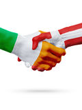 Drapeaux pays d'Irlande, Danemark, concept de poignée de main d'amitié d'association Images stock