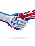 Drapeaux pays d'Israël, Royaume-Uni, concept de poignée de main d'amitié d'association Photos stock