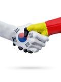 Drapeaux pays de Corée du Sud, Belgique, concept de poignée de main d'amitié d'association Image stock