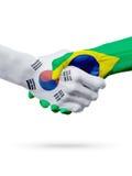 Drapeaux pays de Corée du Sud, Brésil, concept de poignée de main d'amitié d'association Image libre de droits