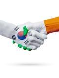 Drapeaux pays de Corée du Sud, Irlande, concept de poignée de main d'amitié d'association Photo libre de droits