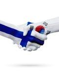 Drapeaux pays de Finlande, Corée du Sud, concept de poignée de main d'amitié d'association Images libres de droits