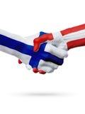 Drapeaux pays de Finlande, Danemark, concept de poignée de main d'amitié d'association Photo stock