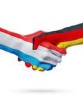Drapeaux pays de luxembourgeois, Allemagne, concept de poignée de main d'amitié d'association Images libres de droits