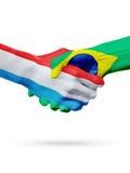 Drapeaux pays de luxembourgeois, Brésil, concept de poignée de main d'amitié d'association Photographie stock libre de droits