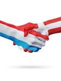 Drapeaux pays de luxembourgeois, Danemark, concept de poignée de main d'amitié d'association Photographie stock libre de droits