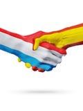 Drapeaux pays de luxembourgeois, Espagne, concept de poignée de main d'amitié d'association Images libres de droits