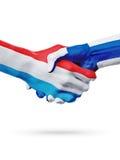 Drapeaux pays de luxembourgeois, Finlande, concept de poignée de main d'amitié d'association Photos stock