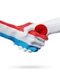 Drapeaux pays de luxembourgeois, Japon, concept de poignée de main d'amitié d'association Photographie stock
